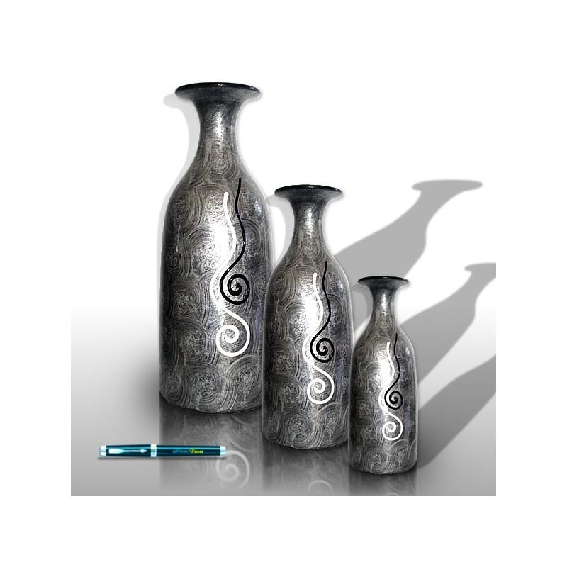 jarrones plateados con decoraciones ondulantes decor vases