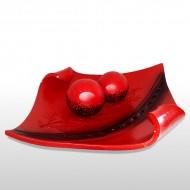 Roter Teller mit Bällen