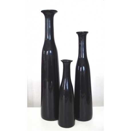 Set of thin collar vases