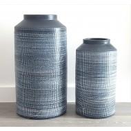 Vase noir rustique clair